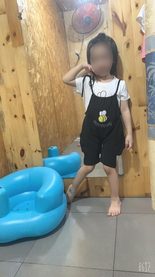 Gia đình bé gái tử vong vì học theo trò treo cổ trên Youtube tiết lộ về chương trình cháu hay xem, đã từng treo cổ hụt một lần - Ảnh 1.