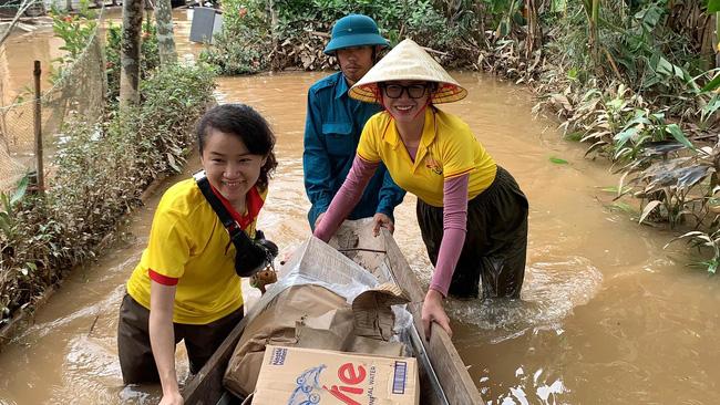 """Bị so sánh với Thủy Tiên, Trang Trần đáp trả: """"Đây làm từ thiện hàng tuần chứ không đợi lũ mới làm"""" - Ảnh 3."""