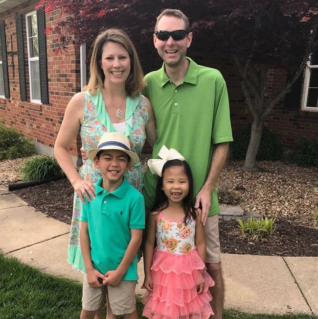 Nhận nuôi bé gái 10 tuổi, cặp vợ chồng ngỡ ngàng khi khám phá ra mối quan hệ của đứa trẻ với con nhà hàng xóm - Ảnh 2.