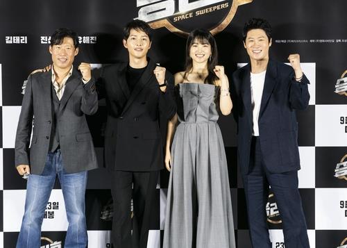 Phim 500 tỷ của Song Joong Ki không thể ra rạp nhưng Song Hye Kyo vẫn bị réo tên, fan
