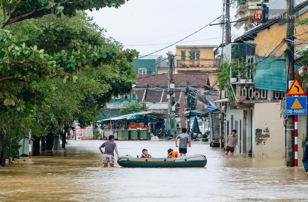 """Mất điện, nước lũ gây ngập nặng, người dân Huế kiệt sức: """"Chưa có năm nào khắc nghiệt như năm nay"""" - Ảnh 14."""