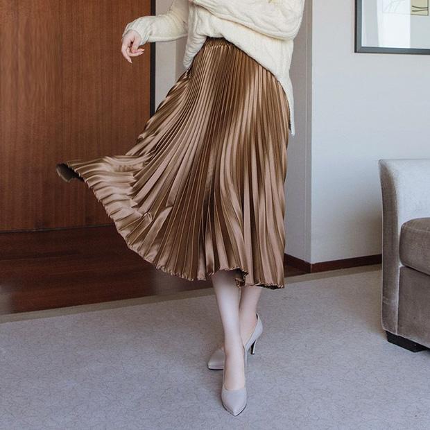 Đến cả đôi chân cột đình cũng thon gọn nhẹ nhàng nhờ 5 kiểu chân váy độc quyền cho ngày lạnh - Ảnh 11.