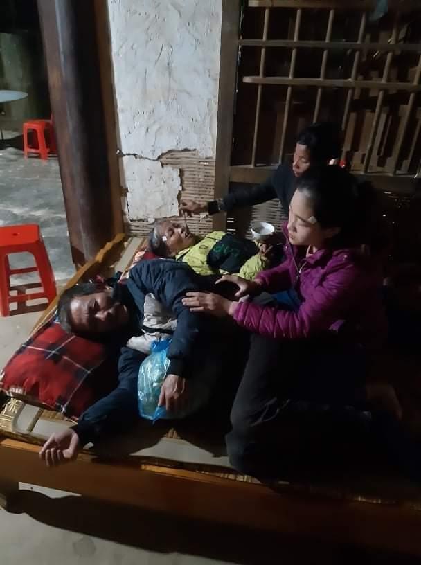 Sạt lở đất khiến 22 cán bộ, chiến sĩ hy sinh: Xé lòng tiếng khóc tìm con của người mẹ tật nguyền, nghèo khó - Ảnh 2.