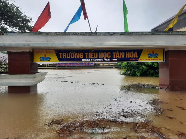 Xót xa trước cảnh đồng bào miền Trung bị ảnh hưởng nặng nề do mưa bão, nữ học sinh lớp 12 tại Hậu Giang đã đứng ra kêu gọi ủng hộ và nhận được sự quan tâm