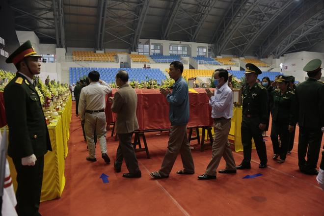 Những dòng sổ tang xúc động tại lễ viếng 22 liệt sĩ hy sinh ở Quảng Trị - Ảnh 2.