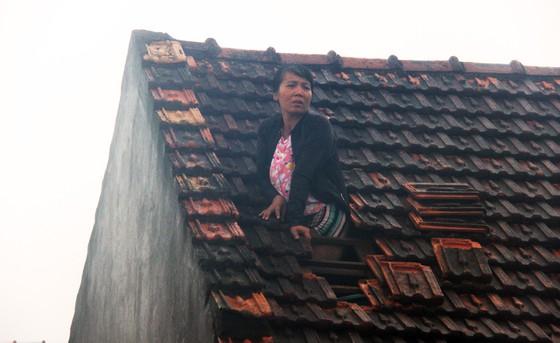 Cùng cực trong đại hồng thủy ở Quảng Bình: Chừ mới được cho cơm, mì gói mà nhai. Chừ tôi trắng tay - Ảnh 1.