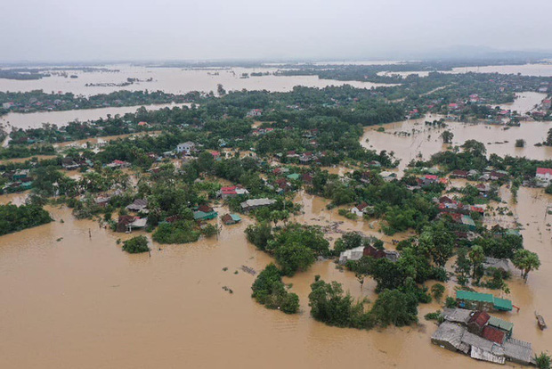 KHẨN CẤP: Có ít nhất 2 xoáy thuận nhiệt đới tiếp tục gây mưa cho miền Trung từ nay đến hết tháng 10/2020 - Ảnh 1.