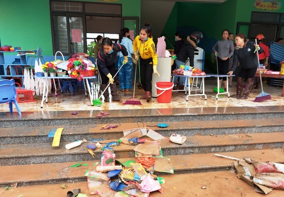Hơn 100 nghìn học sinh Hà Tĩnh trở lại trường sau lũ lụt - Ảnh 1.
