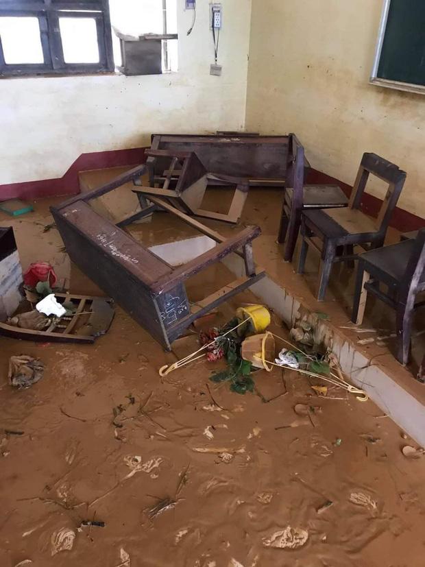 Khung cảnh trường học sau trận đại hồng thuỷ tại Quảng Trị: Cơ sở vật chất hư hỏng, sách vở, đồ dùng học tập ngập ngụa bùn đất - Ảnh 7.