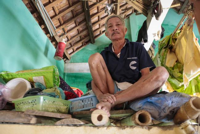 Quảng Bình: Ông lão rơi nước mắt ngồi ôm hũ gạo không dám ăn, liều mình bám trụ lại nhà trông coi tài sản giữa những ngày đỉnh lũ - Ảnh 5.