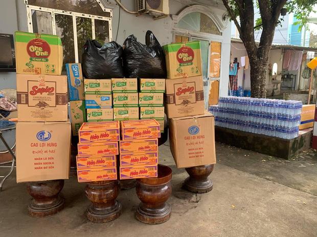 Công an Bình Phước chung tay cùng người dân gói 3.000 chiếc bánh tét tiếp sức đồng bào vùng lũ miền Trung - Ảnh 6.