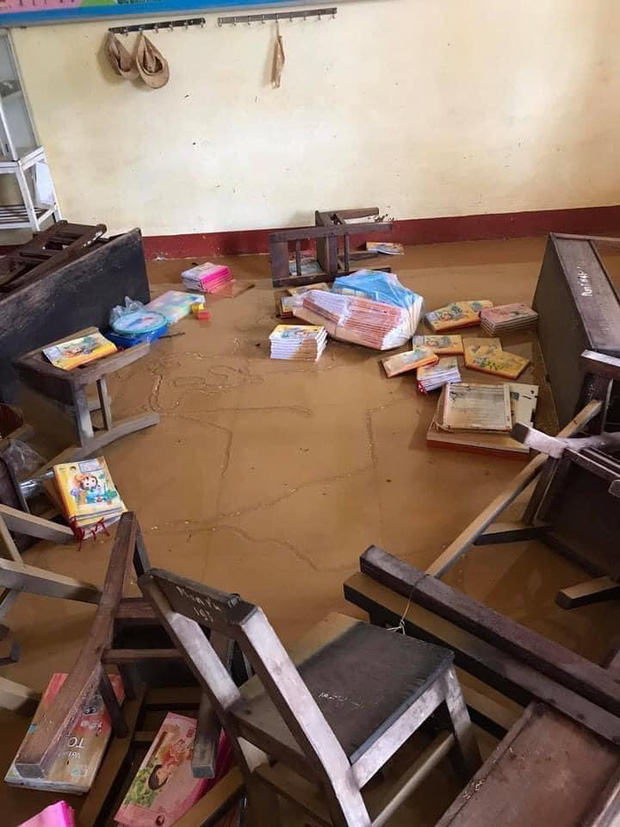 Khung cảnh trường học sau trận đại hồng thuỷ tại Quảng Trị: Cơ sở vật chất hư hỏng, sách vở, đồ dùng học tập ngập ngụa bùn đất - Ảnh 3.