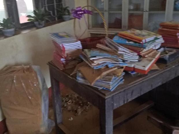 Khung cảnh trường học sau trận đại hồng thuỷ tại Quảng Trị: Cơ sở vật chất hư hỏng, sách vở, đồ dùng học tập ngập ngụa bùn đất - Ảnh 5.