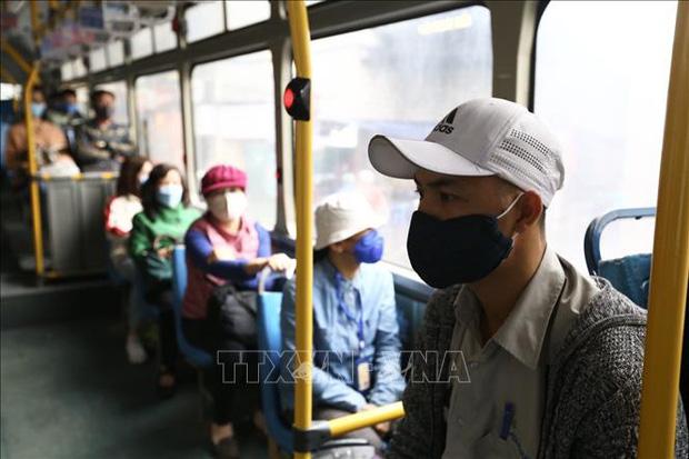 Bộ Giao thông Vận tải yêu cầu hành khách vẫn phải đeo khẩu trang trong suốt thời gian di chuyển - Ảnh 1.