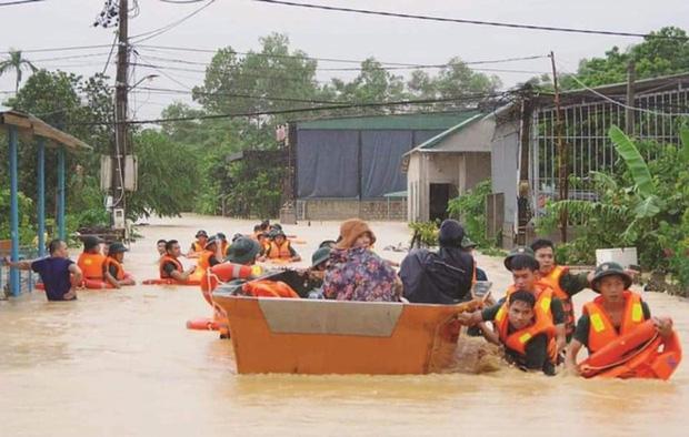 Tạm cấp 500 tỷ đồng hỗ trợ khẩn cấp 5 tỉnh miền Trung - Ảnh 1.