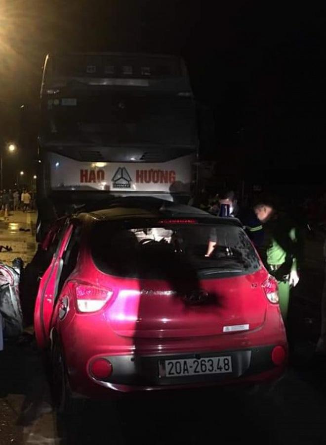 Xe 4 chỗ đối đầu xe tải, 1 người chết và 1 người bị thương nặng - Ảnh 1.