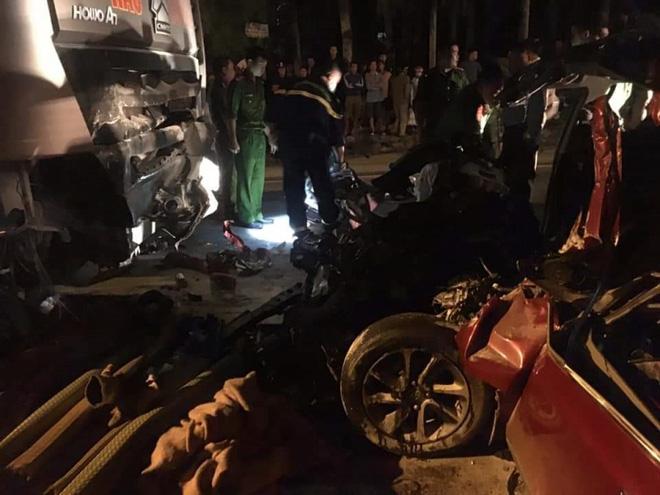 Xe 4 chỗ đối đầu xe tải, 1 người chết và 1 người bị thương nặng - Ảnh 2.