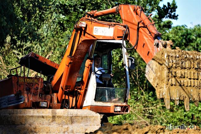 Ảnh: Nỗ lực mở đường tiếp cận cứu hộ nạn nhân vụ sạt lở núi ở xã Trà Leng - Ảnh 8.