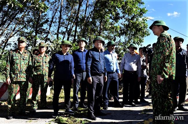 Ảnh: Nỗ lực mở đường tiếp cận cứu hộ nạn nhân vụ sạt lở núi ở xã Trà Leng - Ảnh 9.