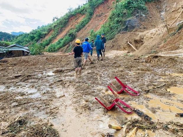 Hiện trường vụ sạt lở ở Phước Sơn, Quảng Nam khiến 11 người mất tích - Ảnh 1.