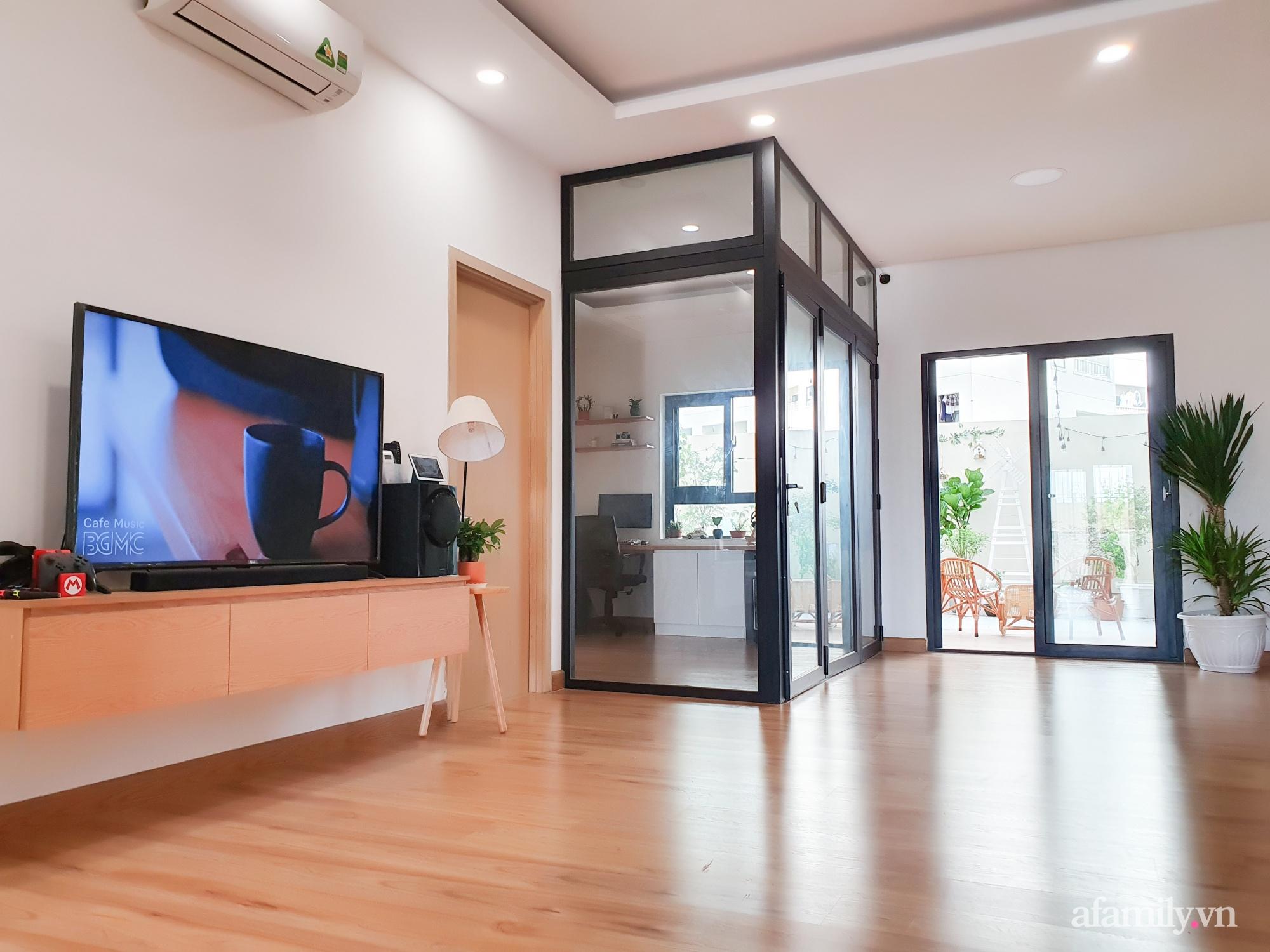 Căn hộ 180m² được vợ chồng trẻ cải tạo vừa ở vừa làm vườn có chi phí 550 triệu đồng ở Sài Gòn - Ảnh 2.