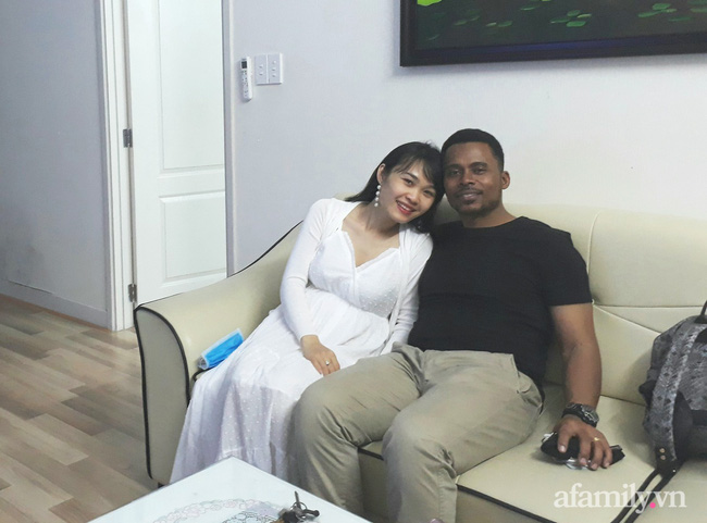 """9x Bình Định lấy chồng da đen hơn 20 tuổi, mang thai nghén đến mức chồng sợ vợ chết, không dám đòi hỏi """"chuyện chăn gối"""" - Ảnh 1."""