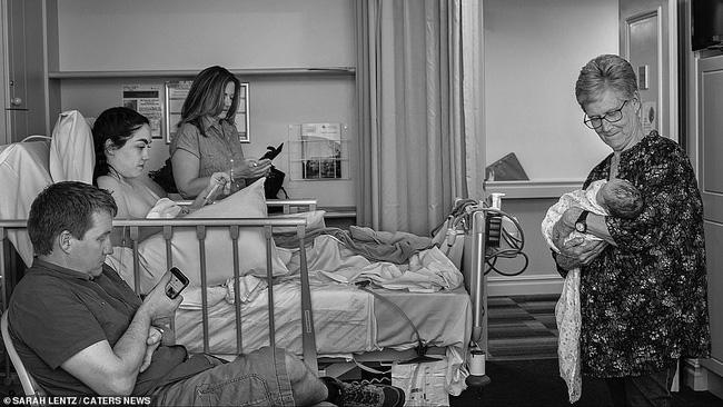Ngơ ngẩn ngắm nhìn những bức ảnh đẹp đến ngỡ ngàng về quá trình sinh nở được ghi lại bởi các nhiếp ảnh gia chuyên nghiệp - Ảnh 14.