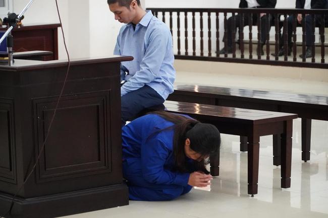 Vụ bé gái 3 tuổi bị bạo hành đến chết: VKS đề nghị tử hình bố dượng, án tù chung thân đối với người mẹ - Ảnh 1.