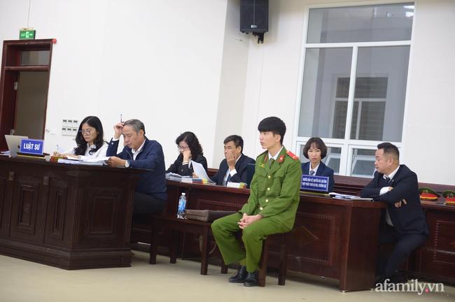 Hà Nội: Đang xét xử cặp vợ chồng bạo hành dã man khiến bé gái 3 tuổi tử vong thương tâm - Ảnh 5.