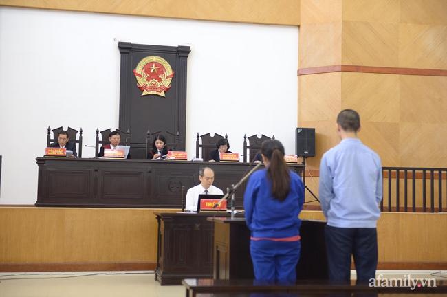 Hà Nội: Đang xét xử cặp vợ chồng bạo hành dã man khiến bé gái 3 tuổi tử vong thương tâm - Ảnh 4.