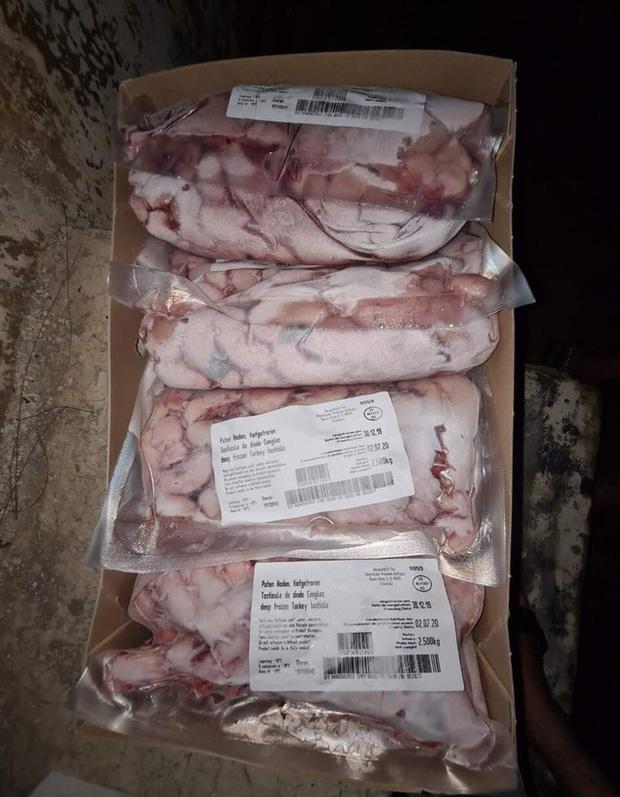 Cẩn trọng với kê gà, đuôi bò, chân giò heo đông lạnh giá chỉ vài chục nghìn đồng/kg - Ảnh 1.