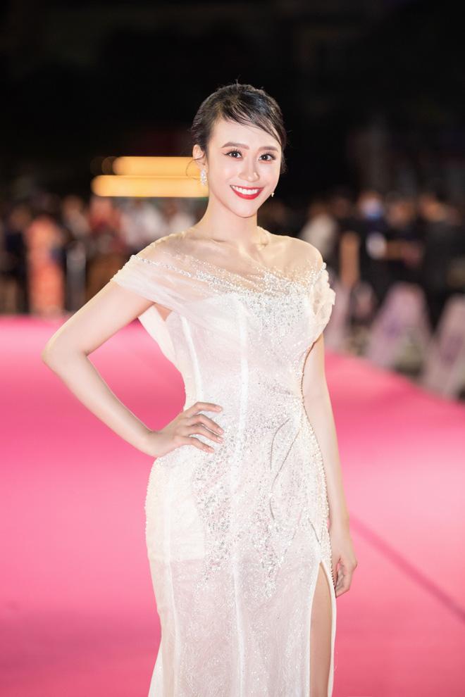 """Nóng: Hàng loạt mỹ nhân đọ vẻ lộng lẫy, gợi cảm tại chung kết """"Hoa hậu Việt Nam 2020"""" - Ảnh 7."""