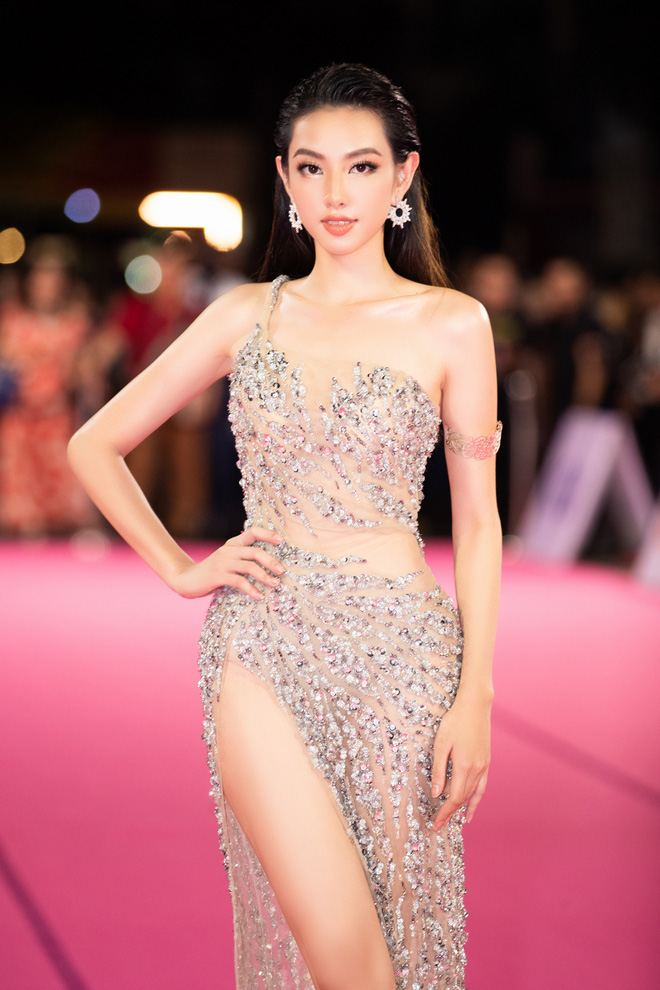 """Nóng: Hàng loạt mỹ nhân đọ vẻ lộng lẫy, gợi cảm tại chung kết """"Hoa hậu Việt Nam 2020"""" - Ảnh 5."""