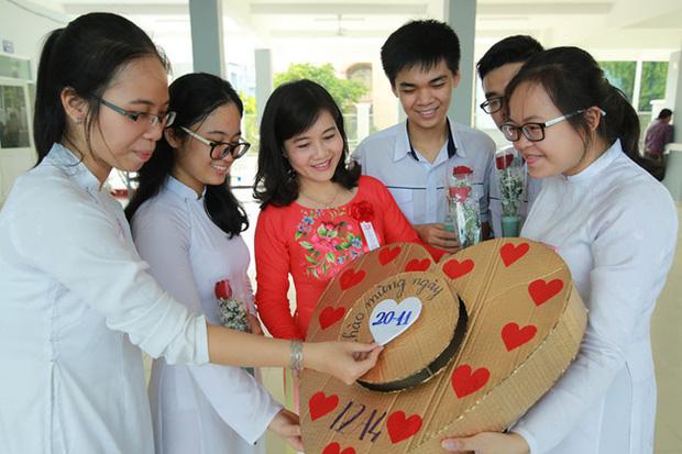 Năm nay đi cô bao tiền? 500 nghìn thì nhiều đấy và bài viết quá chuẩn của một bà mẹ ở Hà Nội gửi đến các bậc phụ huynh ngày 20/11 - Ảnh 1.