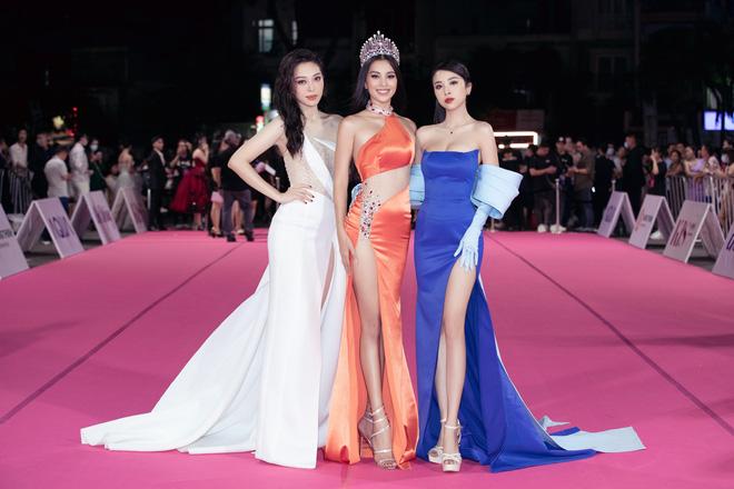 """Nóng: Hàng loạt mỹ nhân đọ vẻ lộng lẫy, gợi cảm tại chung kết """"Hoa hậu Việt Nam 2020"""" - Ảnh 2."""