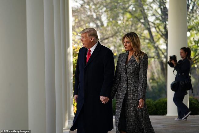 Dính nghi án hôn nhân trục trặc, Tổng thống Trump đã đáp lại bằng một cử chỉ đầy tinh tế với Đệ nhất phu nhân trong sự xuất hiện mới nhất - Ảnh 2.