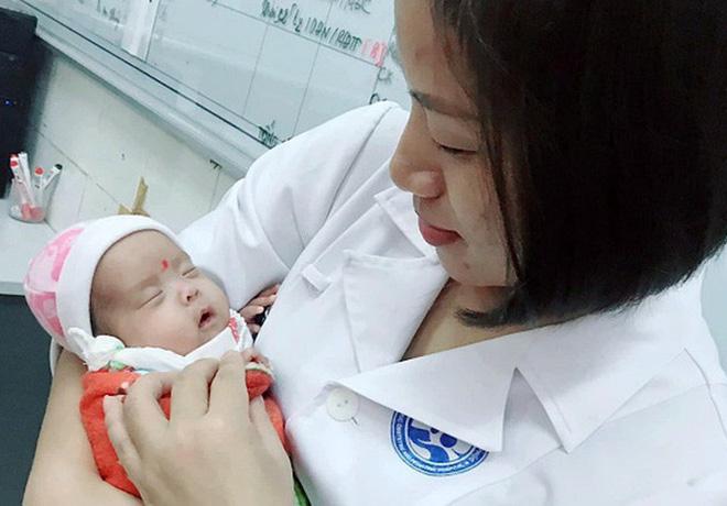 Hành trình kỳ diệu nuôi sống bé sinh non nhẹ cân nhất Việt Nam từ 480 gr lên 2,1 kg - Ảnh 3.