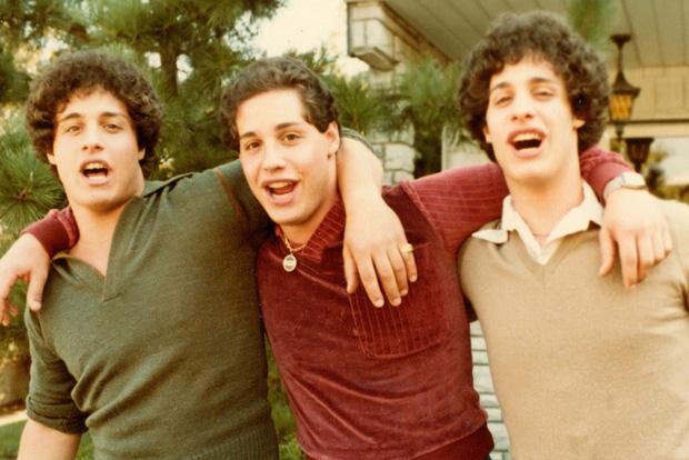 Đằng sau thí nghiệm máu lạnh là anh em sinh ba bị chia tách từ nhỏ - câu chuyện để lại hậu quả đau đớn được đưa lên phim - Ảnh 1.