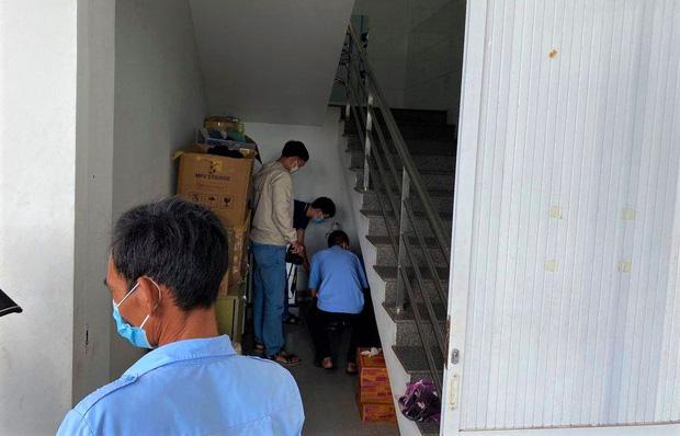 Bị nhắc nhở vì trêu ghẹo các nữ y tá, tài xế rút dao đâm bảo vệ bệnh viện - Ảnh 2.