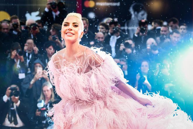 Lady Gaga và cuộc đời quá nhiều cay đắng: Bị xâm hại, sỉ nhục cả thế xác lẫn tân hồn - Ảnh 10.