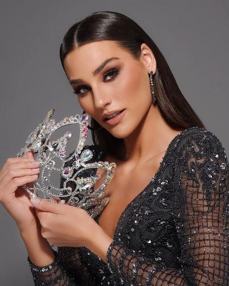 Cận cảnh nhan sắc nóng bỏng của Tân Hoa hậu Trái Đất 2020 vừa đăng quang - Ảnh 1.