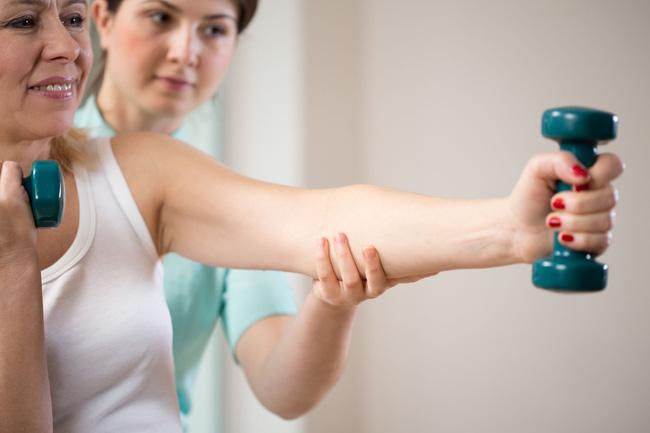 Chuyên gia hướng dẫn cách duy trì xương khớp chắc khỏe và ngăn ngừa bệnh tật khi cơ thể bắt đầu lão hóa - Ảnh 2.