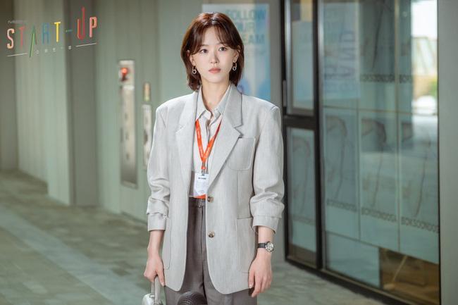 11 outfit công sở hot nhất trong các drama Hàn: Đơn giản và chuẩn thanh lịch, xua tan nỗi lo mặc xấu khi đi làm - Ảnh 1.