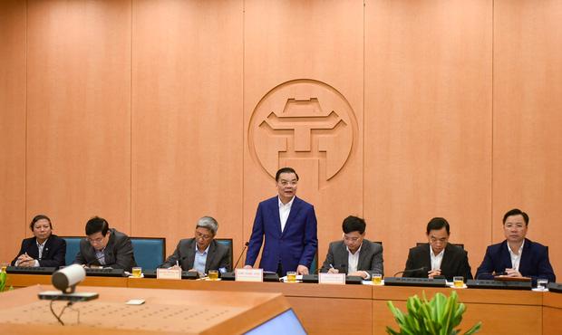 Xuất hiện ca bệnh ngoài cộng đồng tại TP.HCM, Chủ tịch Hà Nội chỉ đạo khẩn - Ảnh 1.