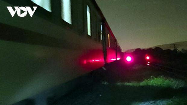Nằm ngủ trên đường ray, người đàn ông bị tàu hỏa cán tử vong - Ảnh 1.