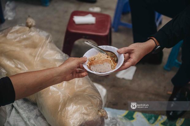 Truy lùng hàng xôi xéo hot nhất nhì Hà Nội, lên cả truyền hình Hàn Quốc vì cách gói xôi gây hoa mắt - Ảnh 10.