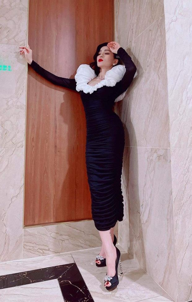 Sao Việt đụng chan chát váy áo cổ phồng: Tóc Tiên lên đồ tôn dáng nhưng khét nhất là body đồng hồ cát của Lệ Quyên - Ảnh 2.