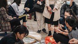 """""""Truy lùng"""" hàng xôi xéo hot nhất nhì Hà Nội, lên cả truyền hình Hàn Quốc vì cách gói xôi gây """"hoa mắt"""""""