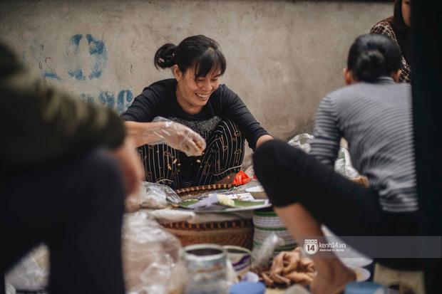 Truy lùng hàng xôi xéo hot nhất nhì Hà Nội, lên cả truyền hình Hàn Quốc vì cách gói xôi gây hoa mắt - Ảnh 3.