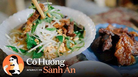 """Quán cóc được mệnh danh """"nộm bò khô ngon nhất Hà Nội"""" của nàng dâu xứ Huế, bán hàng vào giờ rất oái oăm nhưng khách vẫn phải tung chăn, đội gió đến ăn"""